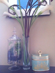 CREATIVELY GIFTED LACEY ADOPTS A ROYAL INCENSE CHINOISERIE CANDLE & SHARES THE LOOK!